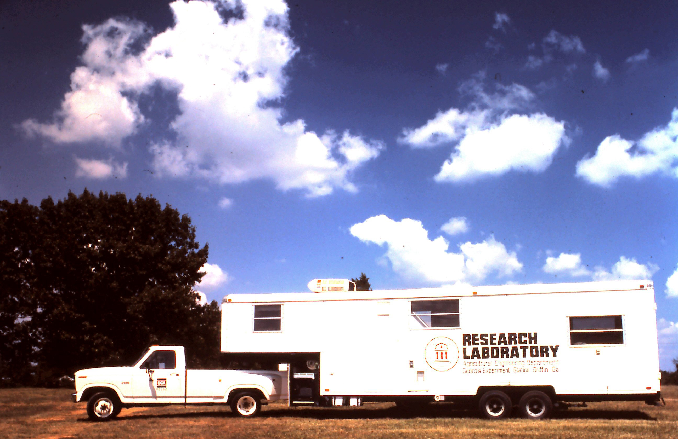 photo of a mobile laboratory hitched on to a pickup truck for following crops during postharvest handling