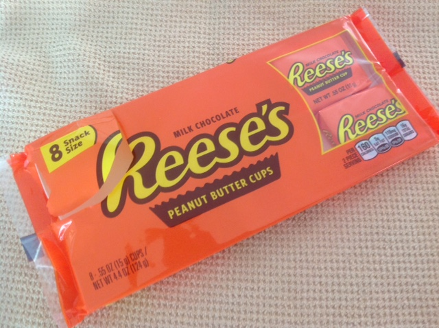 picture of a package of 8 snack-size Reese's peanut butter cups